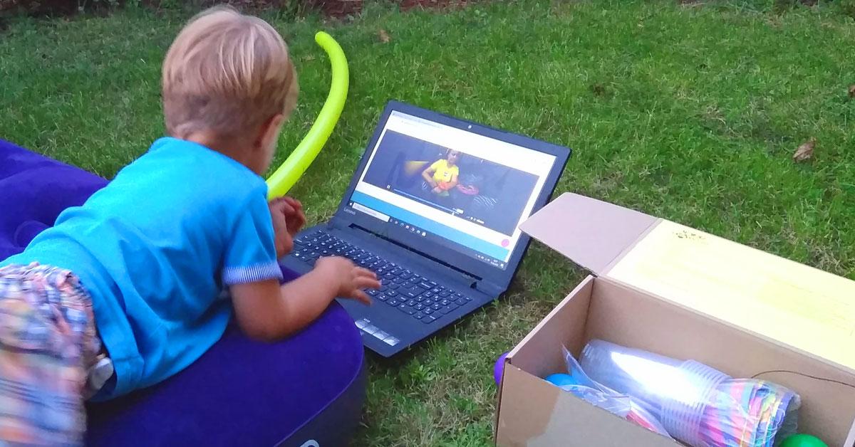 urodziny online - dzieci się bawią